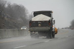 road-de-icing-salt-truck-on-a-bc-highway